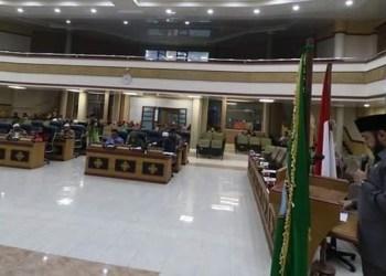Wako Padangpanjang Walikota Fadly Amran menyampaikan Nota Jawaban Atas Pemandangan Umum fraksi DPRD Padangpanjang. (de)