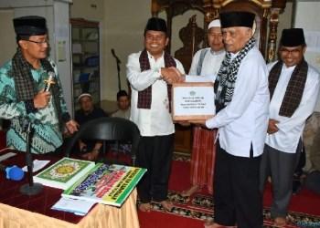 Bupati Agam Indra Catri dan rombongan TSR Pemkab Agam dalam kunjungan di malam tarawih pertama. (foto: amc)