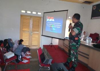 Kapt Czi Dulmajid sedang memberikan materi kepada peserta Kemah Dakwa Jilid II (foto: Harries)