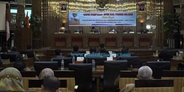 DPRD Pessel rapat paripurna mengumumkan usulann pemberhentian Hendrajoni-Rusma Yul Anwar sebagai bupati - wakil bupati Pessel periode 2016-2021. (Zal)