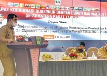 Ekspose Sekdakab Solsel dalam Rakorenbang Provinsi Sumbar di Padang, Senin (8/3/2021). (Siska)