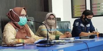 Kepala Dinas Kesehatan Kota Padang Feri Mulyani mengimbau warga agar di rumah saja untuk menekan penyebaran Covid-19. (Diskominfo Padang)