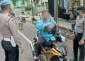 Petugas menggelar razia dalam rangka penegakan disiplin protokol kesehatan di Kota Padangpanjang. (Diskominfo PP)