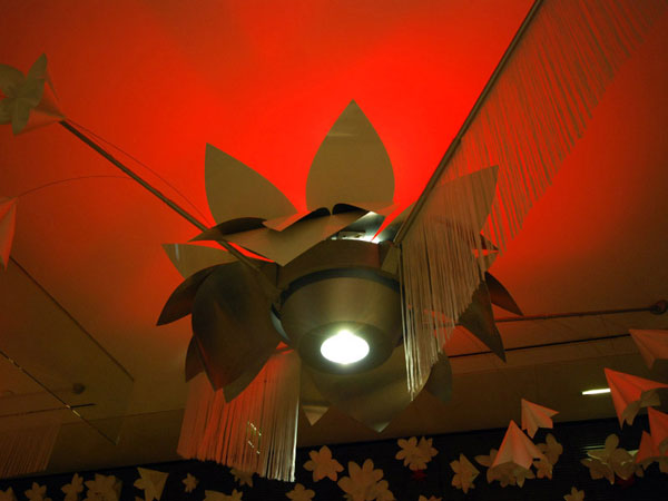 scénographie, mise en espace, visual merchandising, présentation, décor, décoration, visitation, centre commercial, lotus, origami, noël