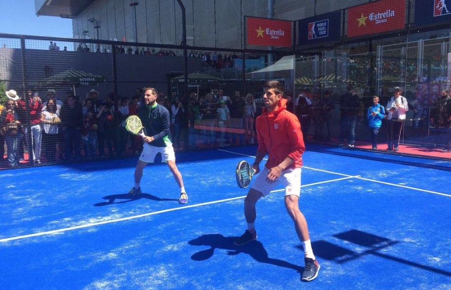 Novak Djokovic se pasa al padel de la mano de Juan Martín Díaz