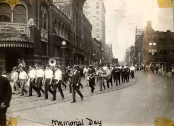Memorial_Day_Parade_1927