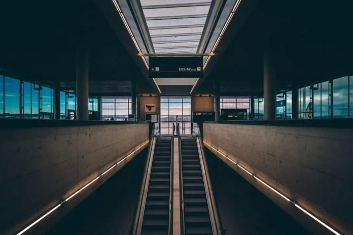 Esperar en los aeropuertos fotografias
