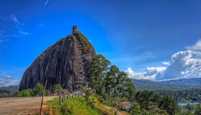 Lugares-turísticos-de-Colombia-piedra-del-peñol