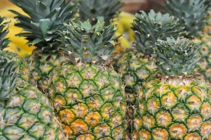 Asegúrate de comprar una piña amazónica fresca en cualquier punto de venta que encuentres en el sector.