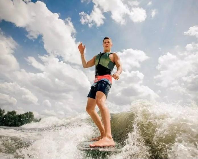 Qué hacer en Nuquí: Practicar Surf