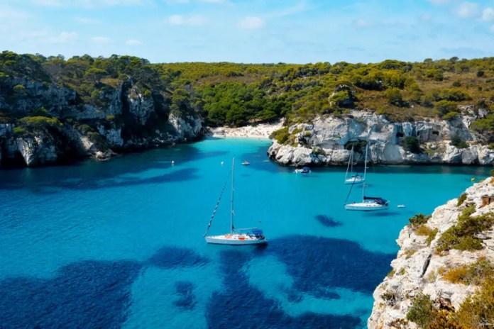 Paseo en velero en Menorca, España