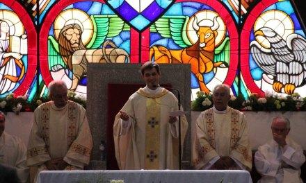 Missa solene presidida pelo padre Daniel Cordeiro
