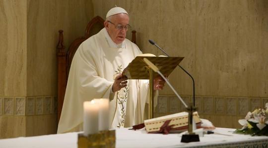 Papież na poniedziałkowej Mszy: trzeba być otwartym na nowy powiew Ducha
