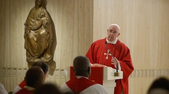 Papież na Mszy w czwartek: zazdrość i zawiść zabijają słowem