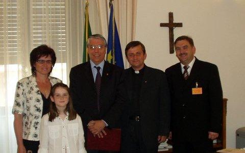 Jak powstawał pomnik Wikarego Świata – wspomina ks. Jarosław i Carlo Giovanardi