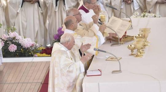 Franciszek na Mszy w Święto Bożego Miłosierdzia o lęku i misji uczniów