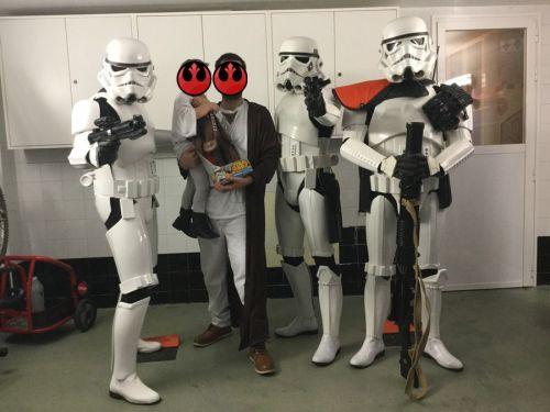 Stromtroopers con el cumpleañero y su papá