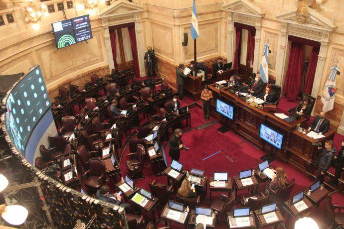 El Senado aprobó postergar las elecciones por la pandemia