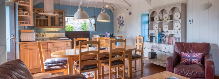 Padstow-creek-holiday-accommodation-cornwall-luxury-glamping-pods-padstow-hero-2-7