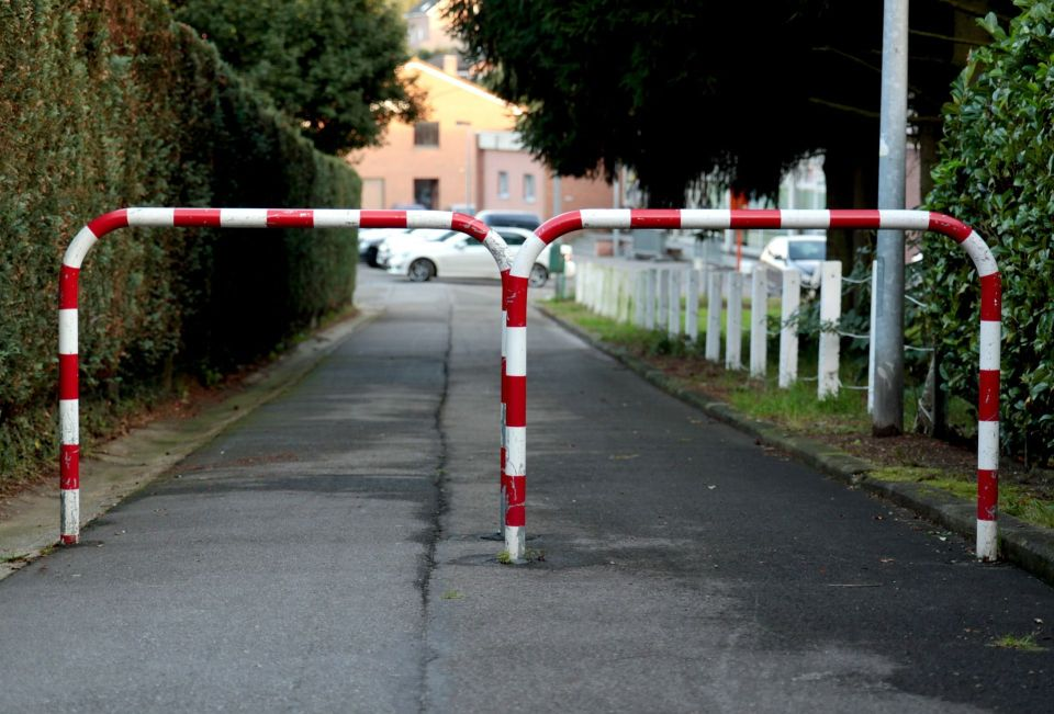 road-block-453151_1920
