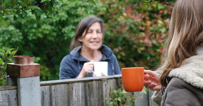 Gespräch über den Zaun