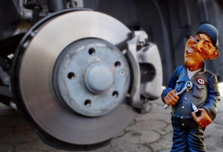 älterer Automechaniker