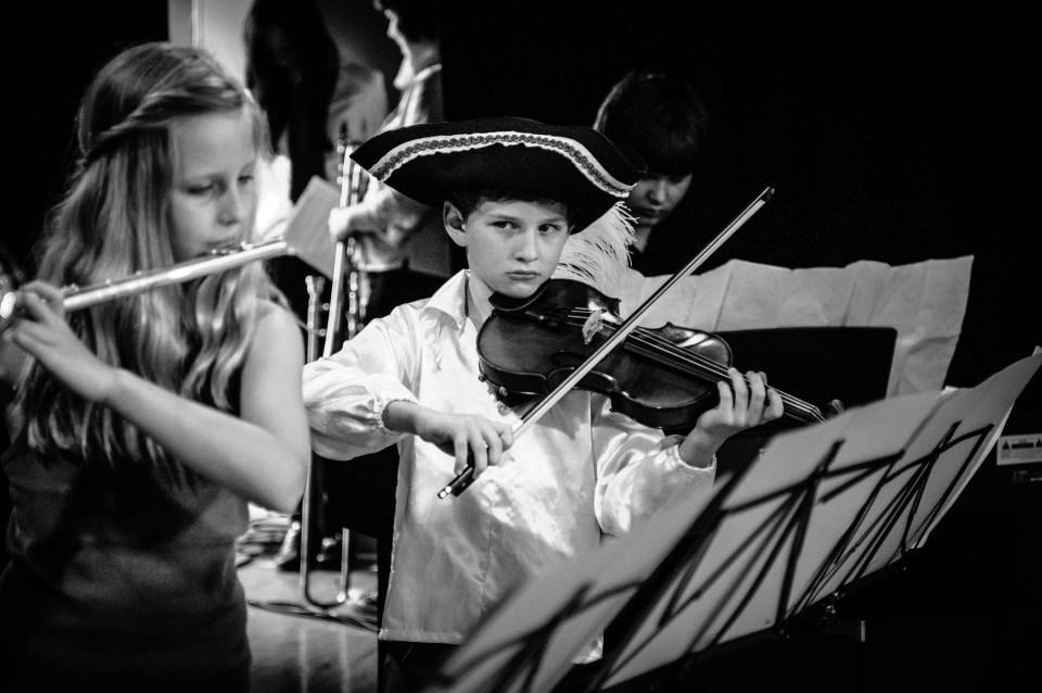 Kinder beim Musizieren