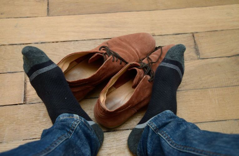 Κακοσμία ποδιών: Τι την προκαλεί και τι μπορείτε να κάνετε για να την αποφύγετε