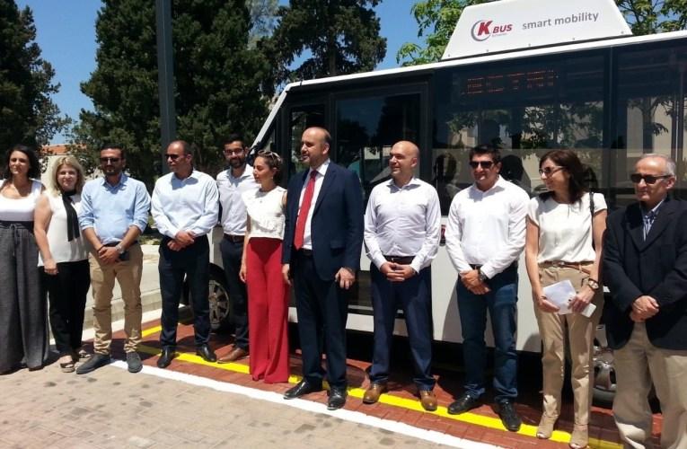Το πρώτο ηλεκτροκίνητο λεωφορείο στην Κύπρο παρέλαβε ο Δ. Πάφου