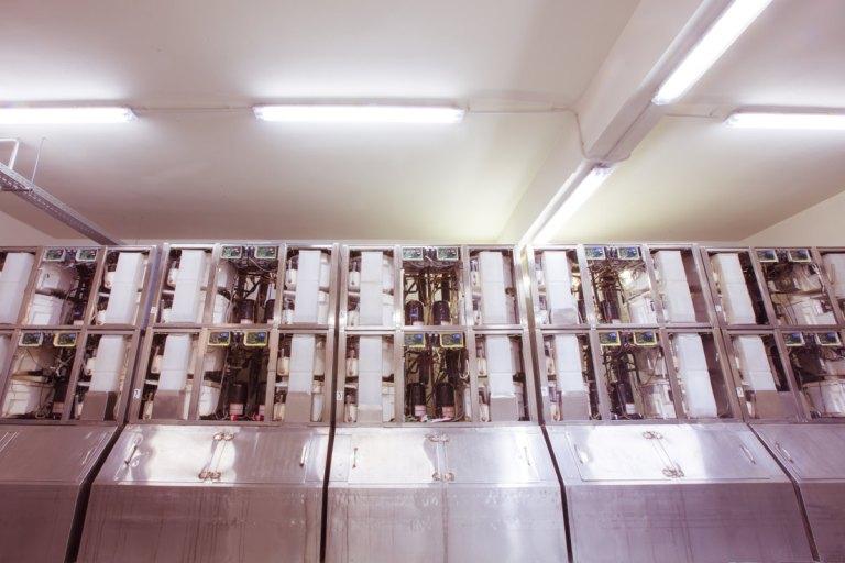 Στην Παγοποιία αθηνών χρησιμοποιούμε τελευταίας τεχνολογίας μηχανές παραγωγής, συσκευασίας και αποθήκευσης πάγου
