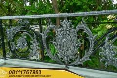 Railing-Tangga-Besi-Tempa-Klasik-Mewah-Modern-17