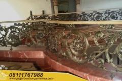 Railing-Tangga-Besi-Tempa-Klasik-Mewah-Modern-7