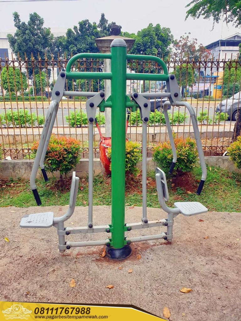 17. Chest Press Two Seats Outdoor