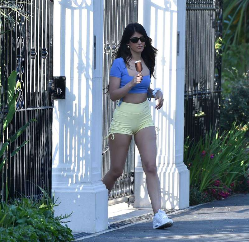 Hot Jasmin Walia Spotted At friends house in Hampstead