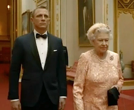 Daniel-Craig-as-James-Bond-with-The-Queen-in-Olympics-film