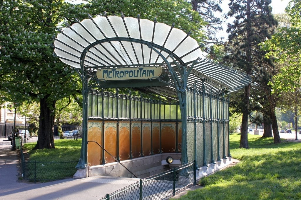 "Bellomonte, ""Paris Metro 2 Porte Dauphine Libellule,"" Wikimedia Commons, accessed July 28, 2015."