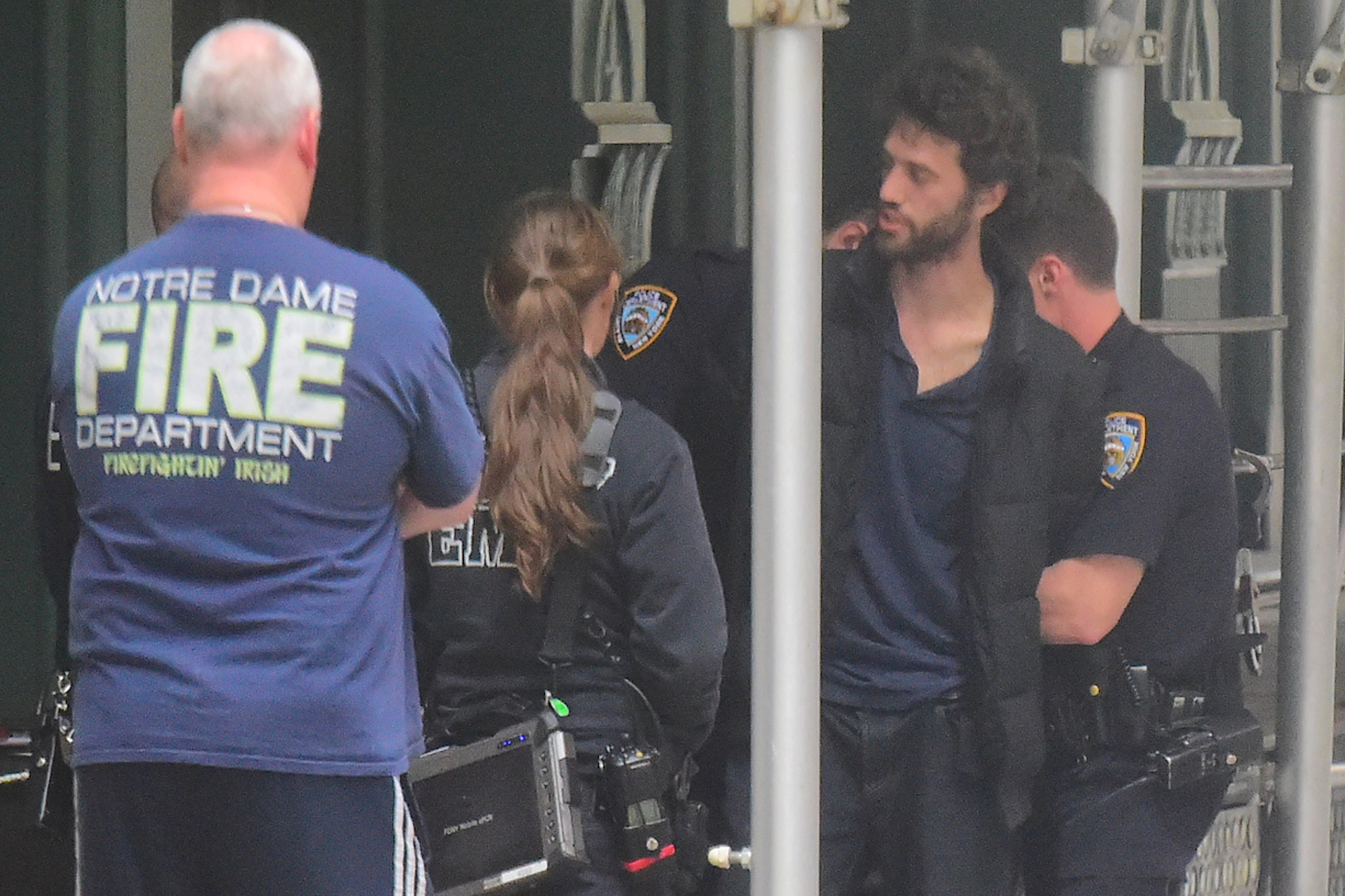 Man Arrested Outside Taylor Swift S Tribeca Pad Page Six