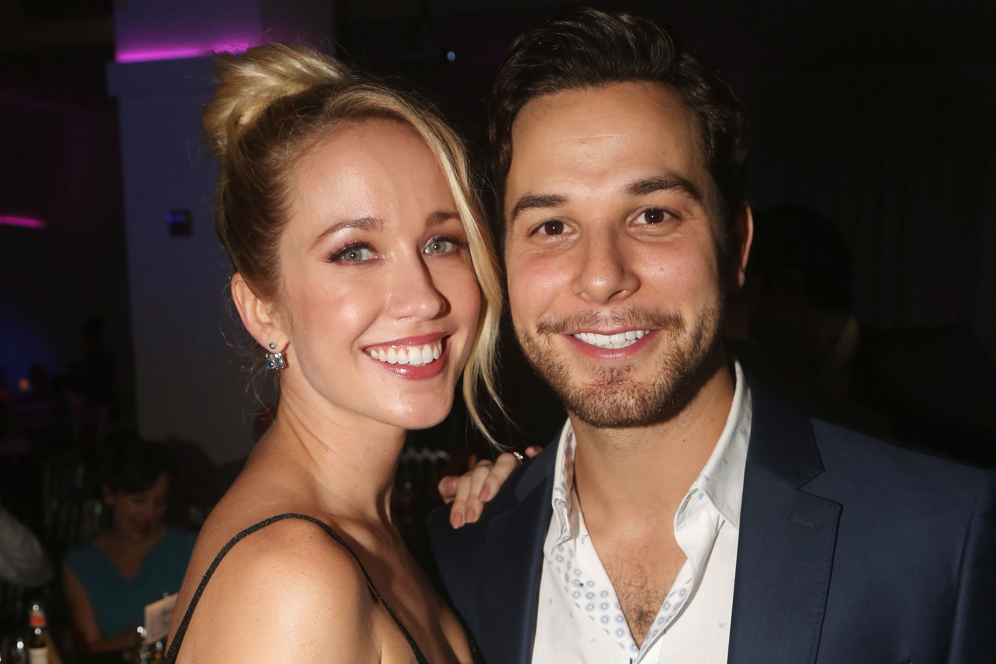 Anna Camp officially files for divorce from Skylar Astin