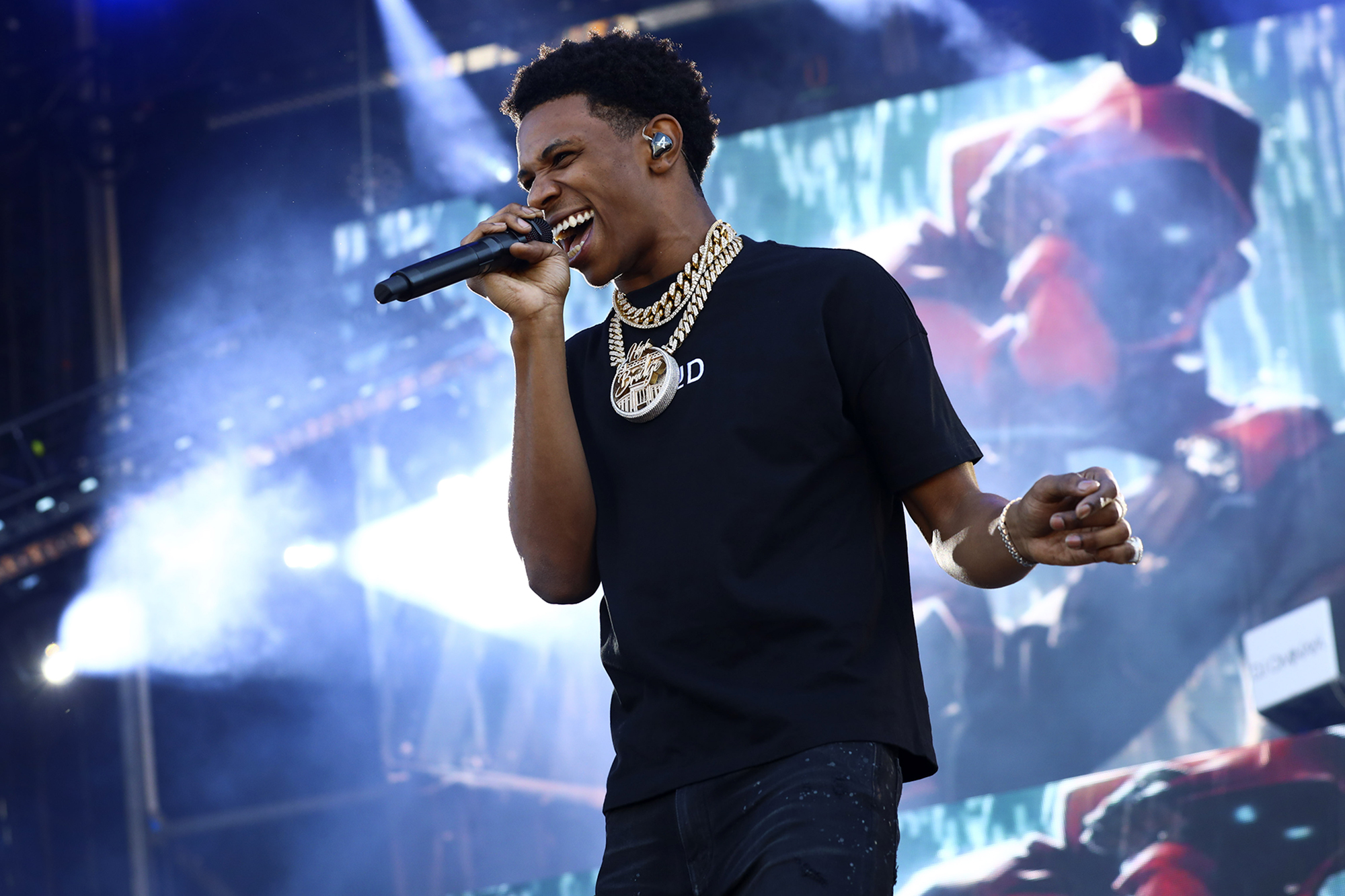 A Boogie Wit da Hoodie clogged toilets at NJ mansion: suit