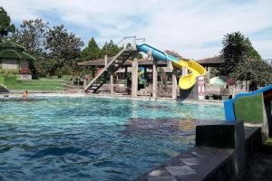 Kolam Renang Taman Raya