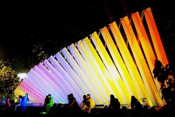 Suasana malam di Taman Pelangi Surabaya