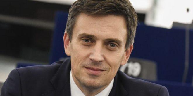 """Europarlamentarul Cătălin Ivan vine cu o inițiativă împotriva """"băieților deștepți"""" din politică"""
