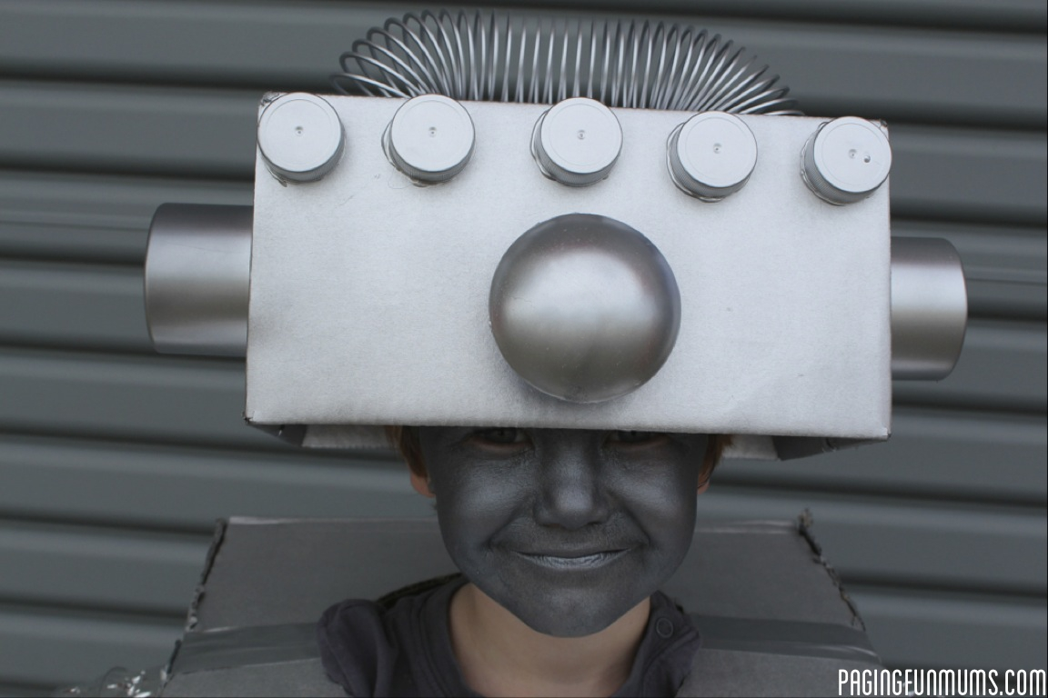 How to make the coolest robot costume ever diy robot costume solutioingenieria Gallery