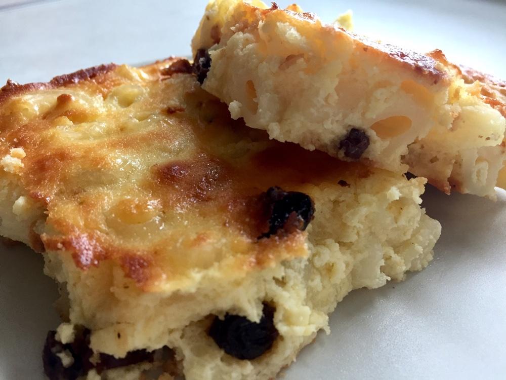 Budincă de brânză cu macaroane