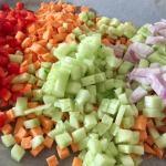 Legume tocate pentru salată de toamnă cu quinoa și cartof dulce