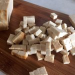 Brânză tofu afumată pentru salată de toamnă cu quinoa și cartof dulce