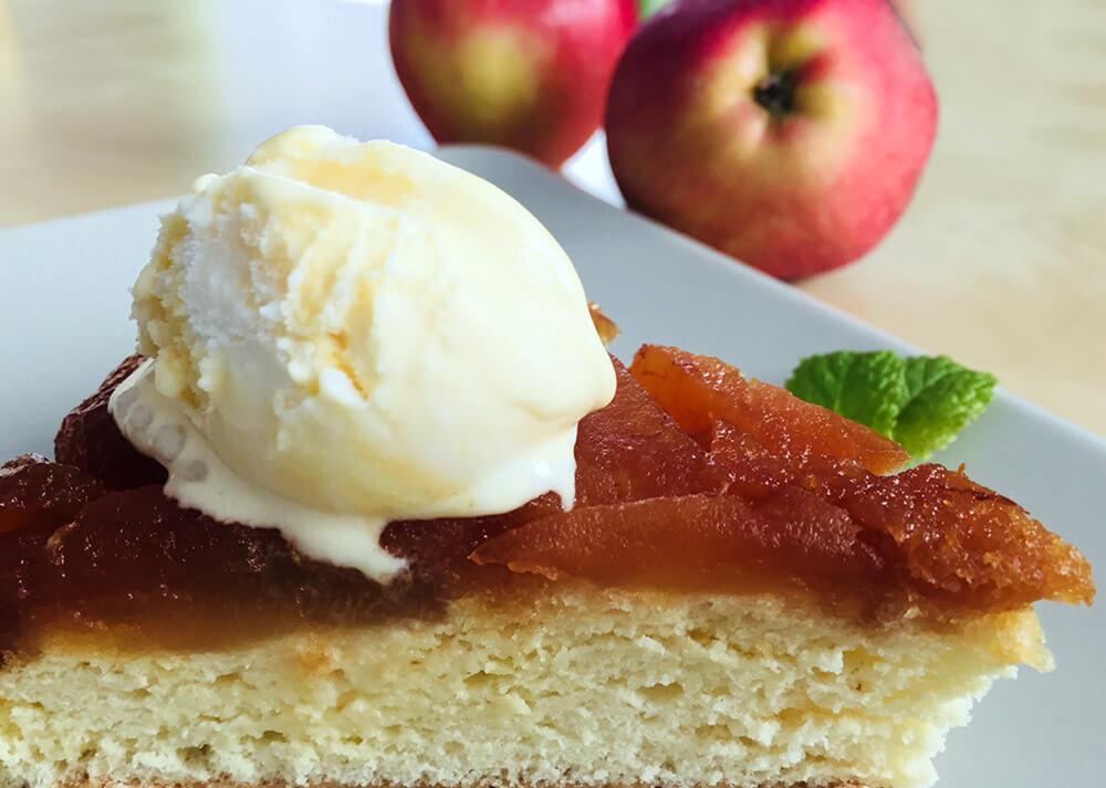 Prăjitură răsturnată cu mere caramelizate