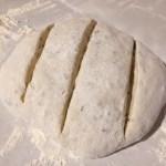 Aluat de pine crest și modelat pentru pâine de casă fără frământare