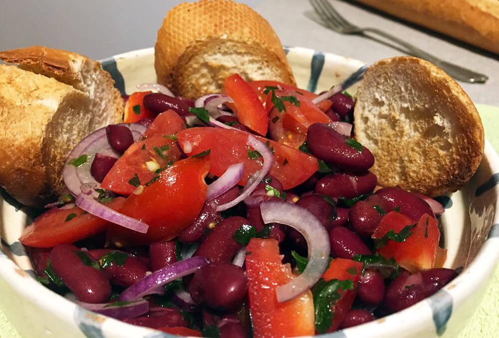 Salată de fasole boabe simplă și rapidă