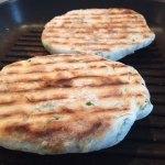 Lipii pufoase prăjite la grill
